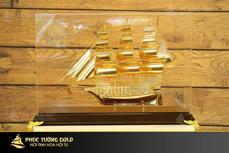 Quà tặng thuyền buồm mạ vàng – Mô hình thuyền buồm cao cấp