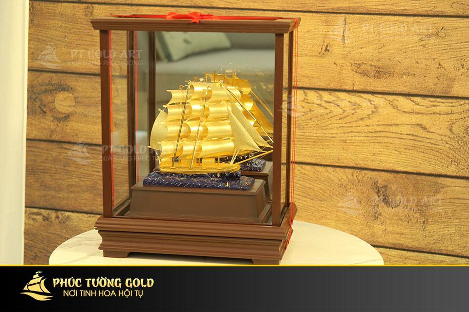 Mô hình thuyền buồm vàng lá 24k