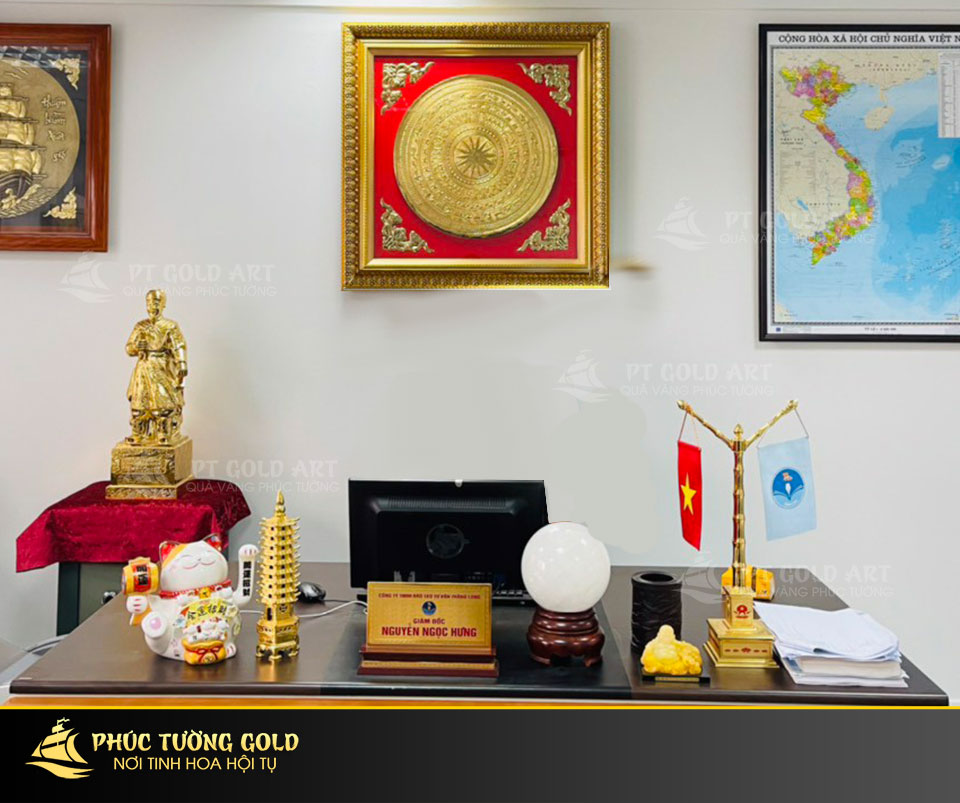 Cột cờ để bàn làm việc mạ vàng