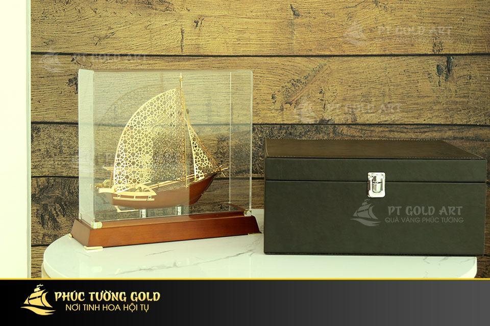 Quà tặng thuyền buồm mạ vàng - Mô hình thuyền buồm cao cấp