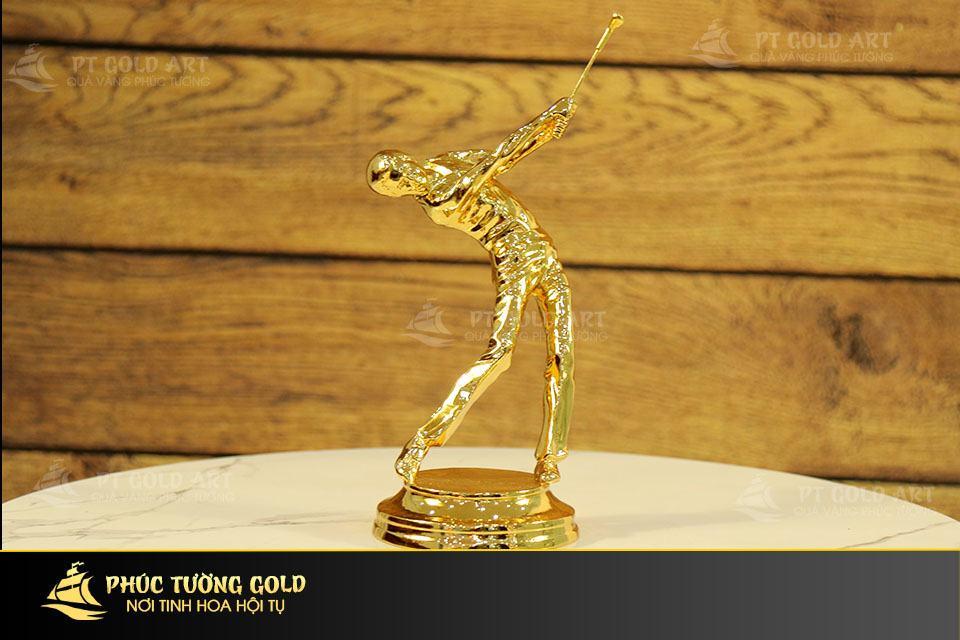 Tượng người chơi golf mạ vàng