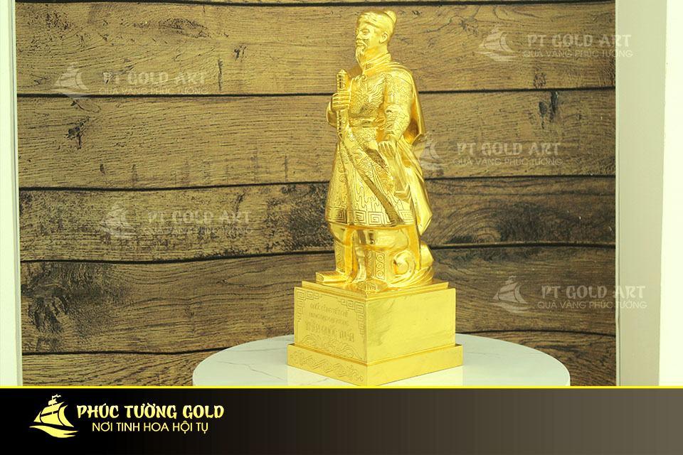 Tượng Hưng đạo vương trần quốc tuấn dát vàng